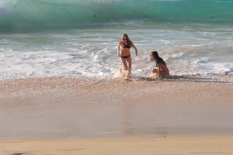 larysa-&faye-beach-bikini-naked-ftvgirls-11