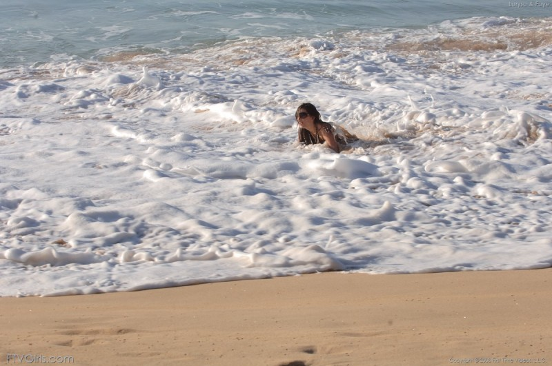 larysa-&faye-beach-bikini-naked-ftvgirls-12