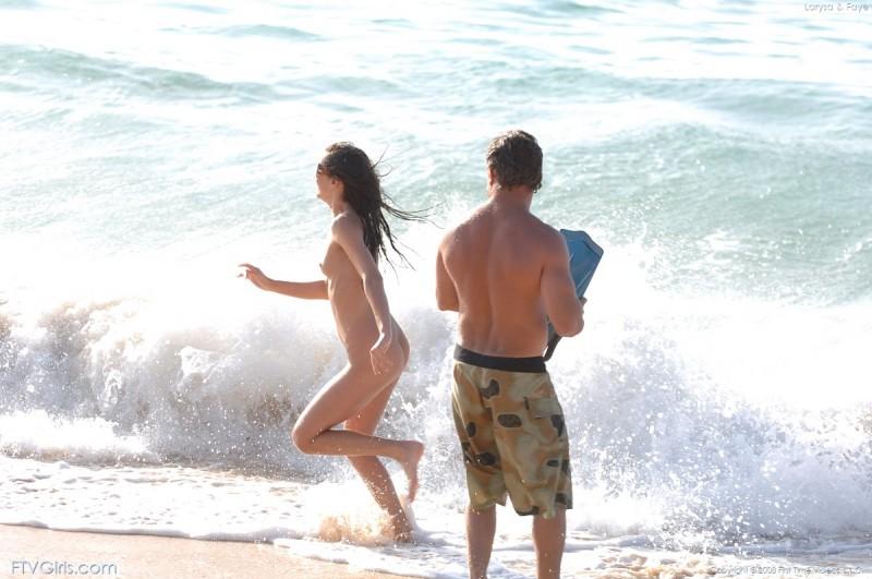 larysa-&faye-beach-bikini-naked-ftvgirls-24