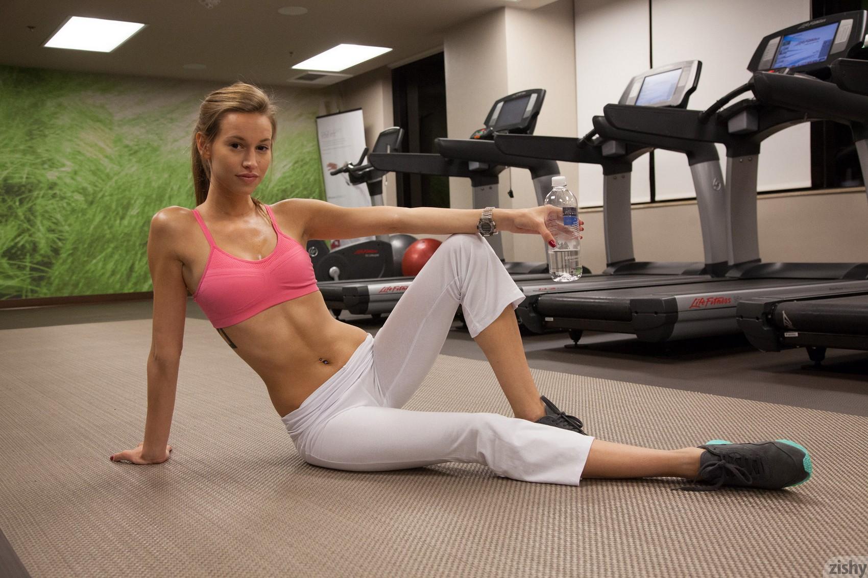 geri-burgess-gym-workout-zishy-12