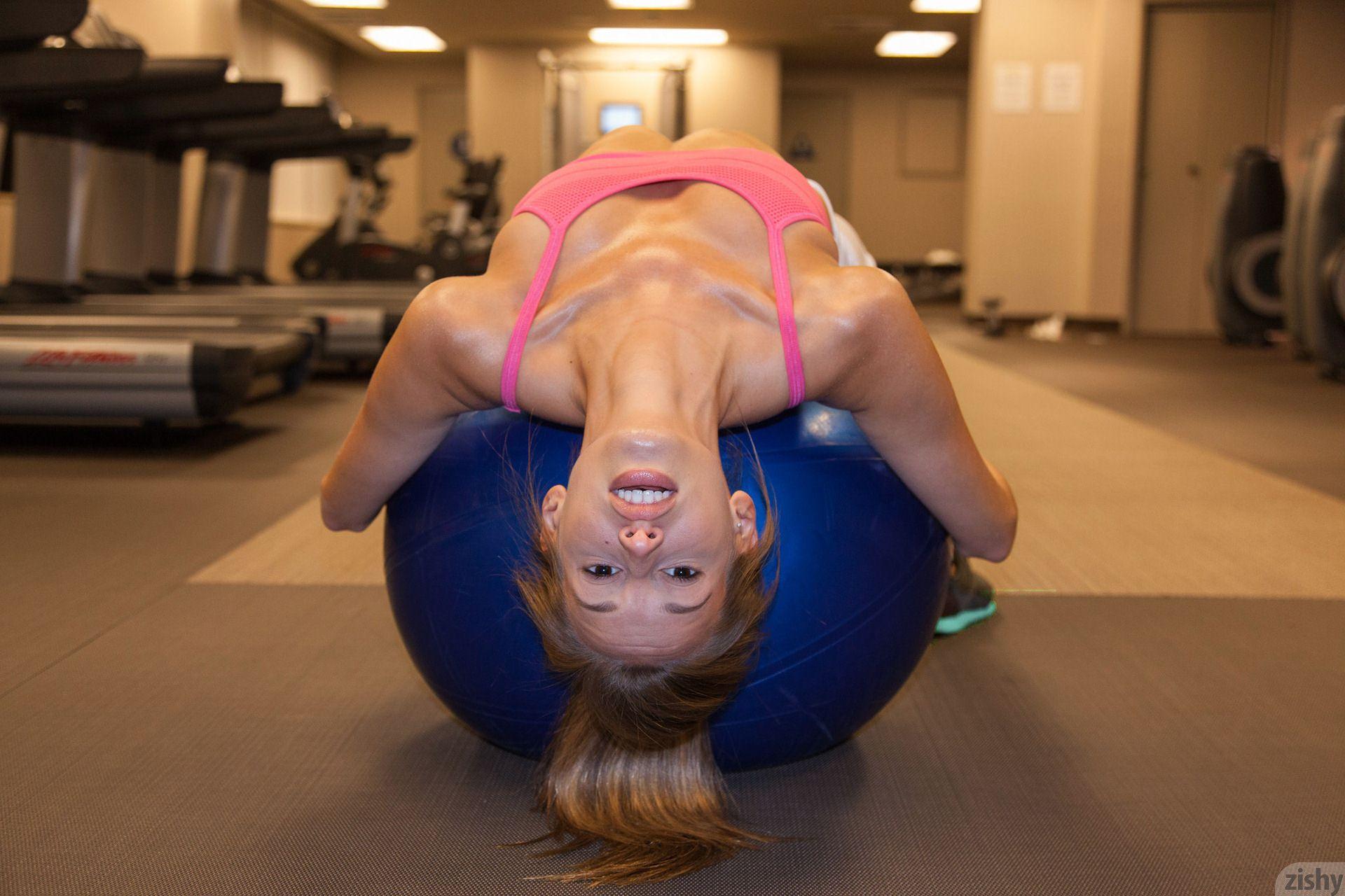 geri-burgess-gym-workout-zishy-19