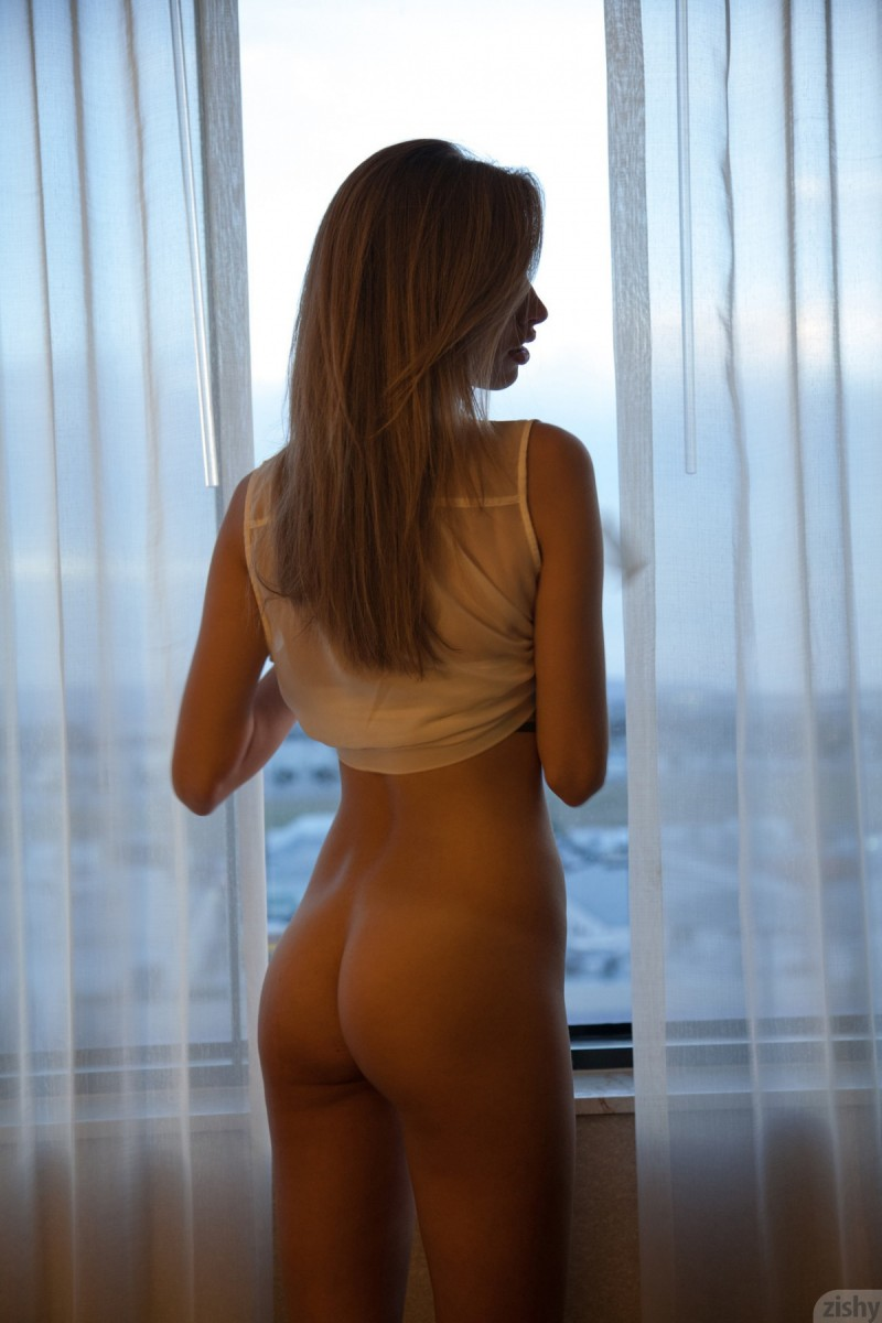 geri-burgess-window-naked-zishy-16