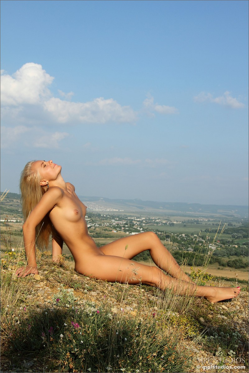 tess-on-the-hill-mplstudios-05