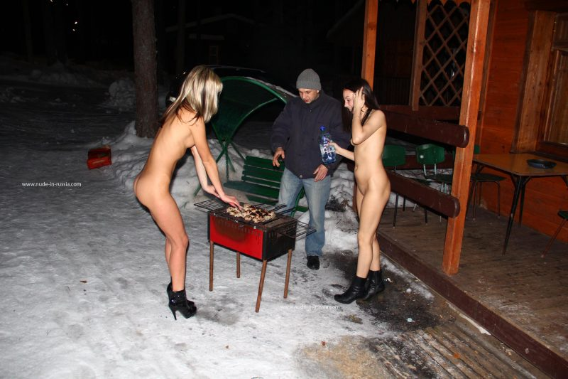 valerie-&-lera-winter-nude-in-russia-04