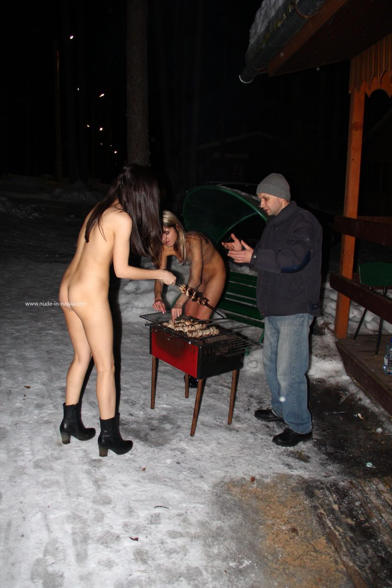 valerie-&-lera-winter-nude-in-russia-05