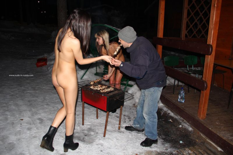 valerie-&-lera-winter-nude-in-russia-06