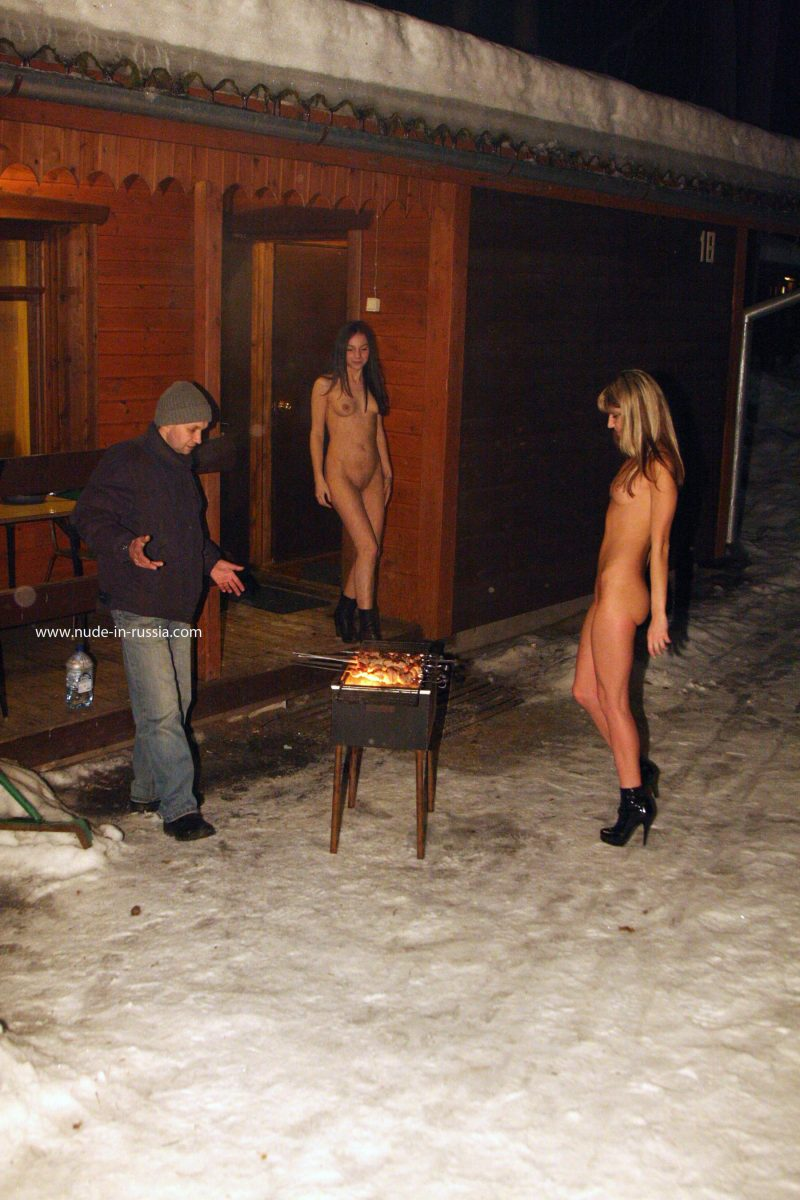 valerie-&-lera-winter-nude-in-russia-07