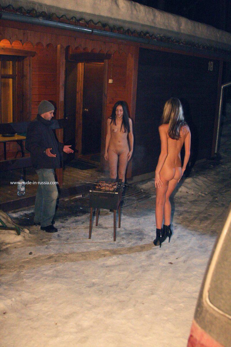 valerie-&-lera-winter-nude-in-russia-08