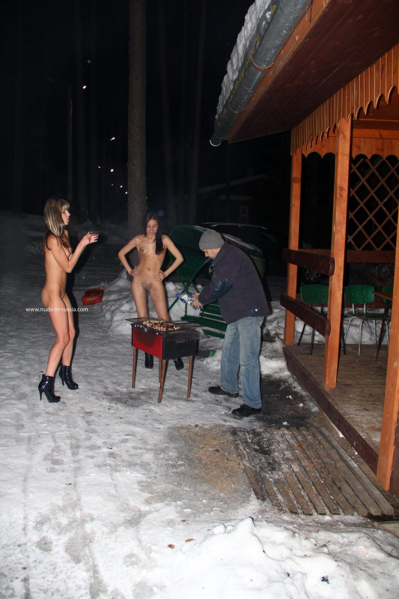 valerie-&-lera-winter-nude-in-russia-10