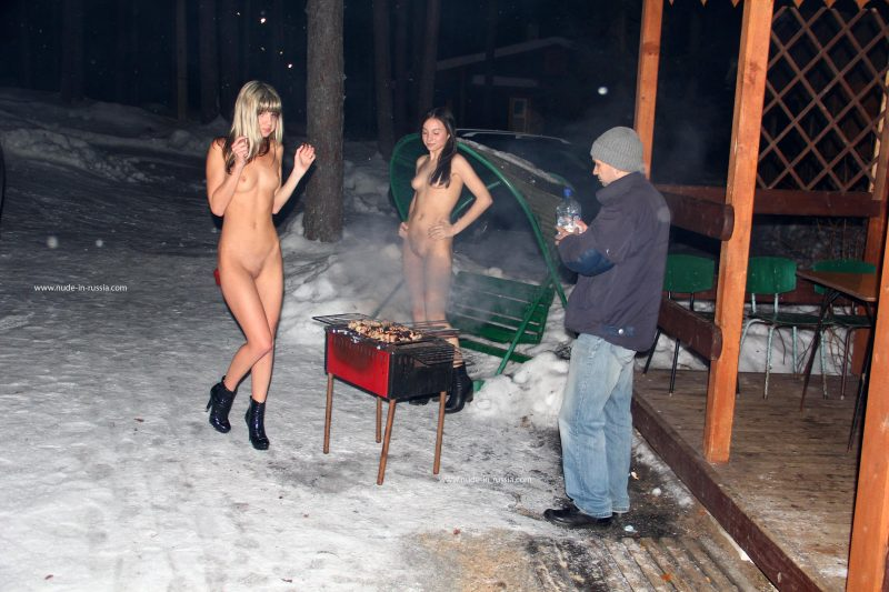 valerie-&-lera-winter-nude-in-russia-12