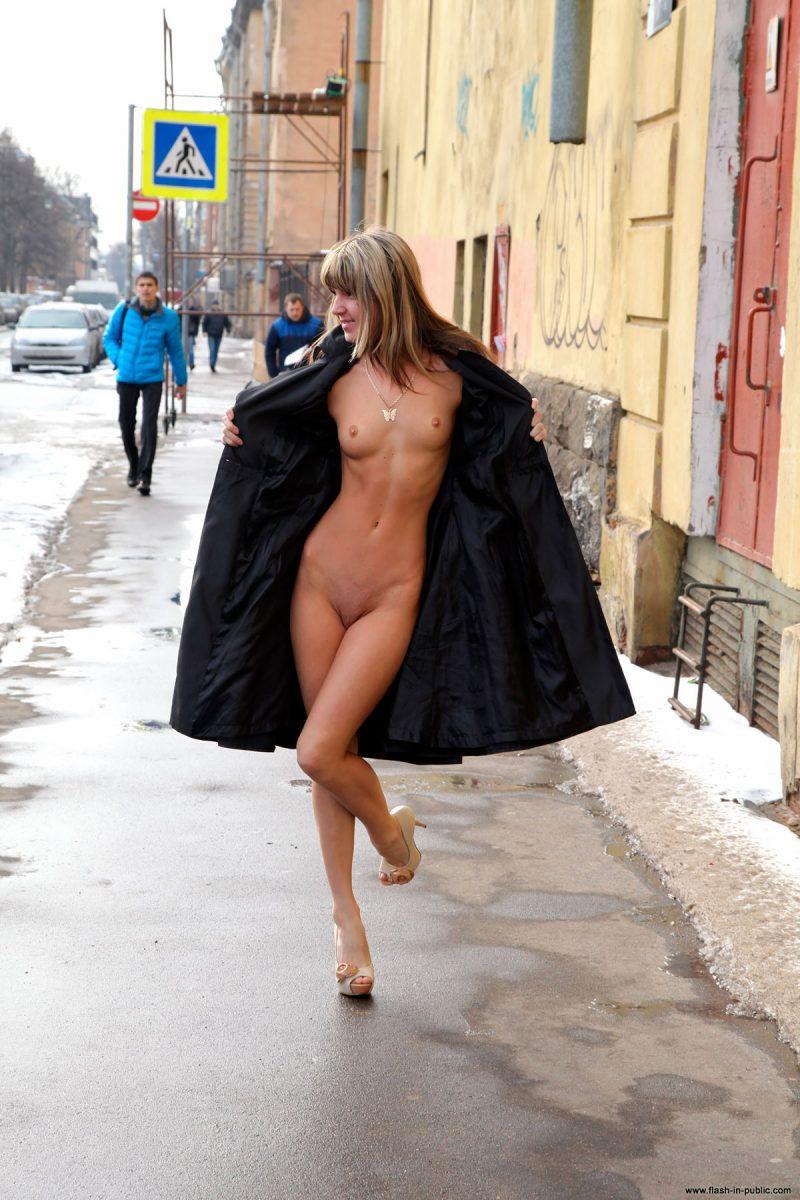 valerie-l-nude-winter-flash-in-public-01