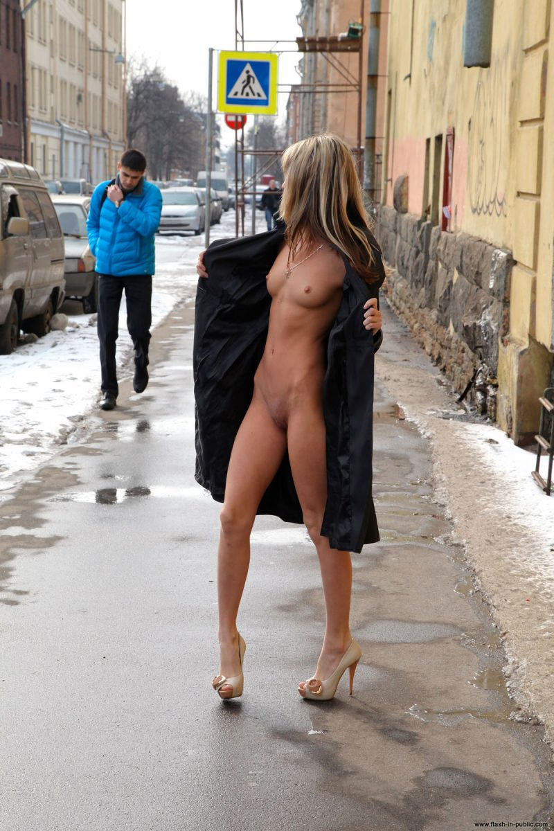 valerie-l-nude-winter-flash-in-public-02