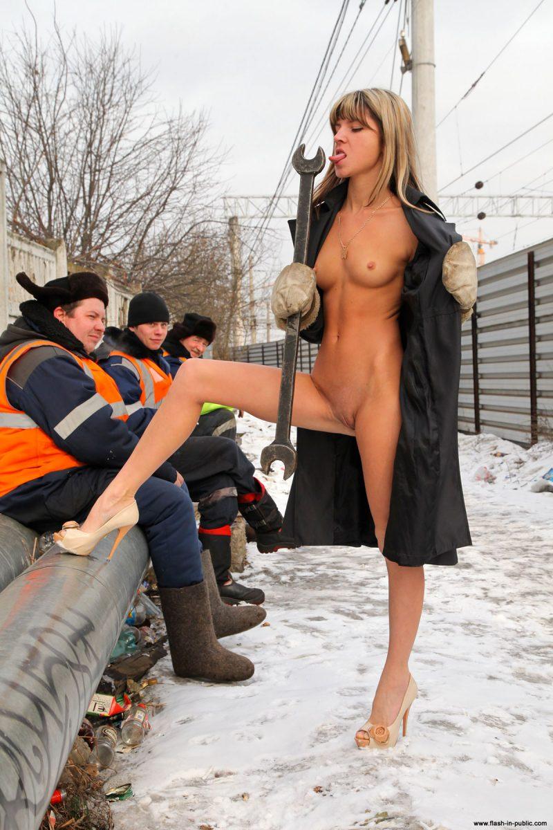 valerie-l-nude-winter-flash-in-public-13