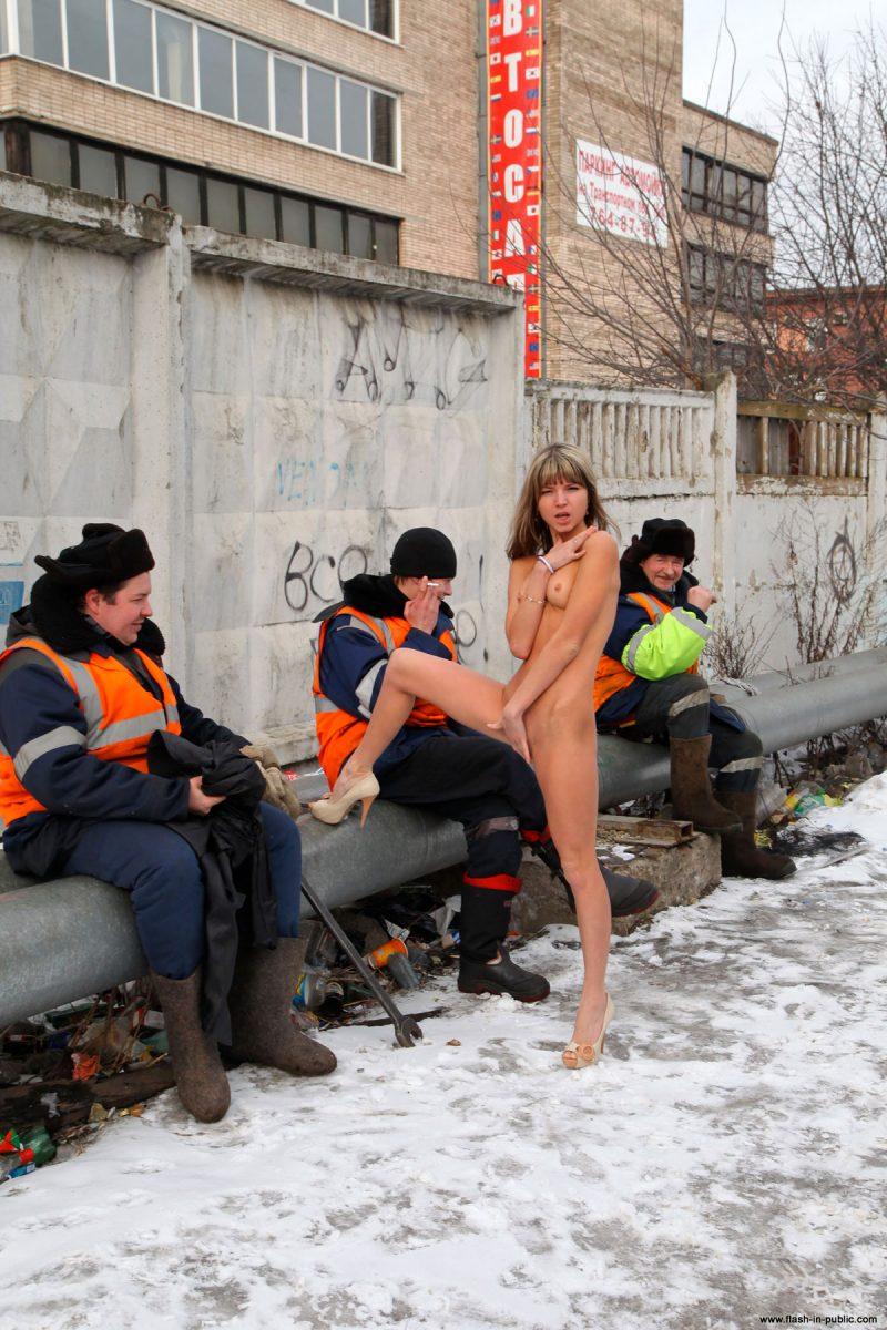 valerie-l-nude-winter-flash-in-public-19