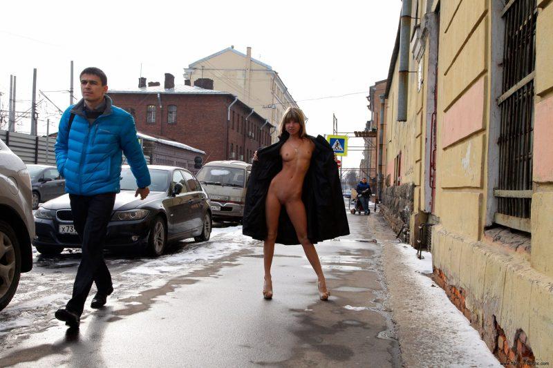 valerie-l-nude-winter-flash-in-public-29