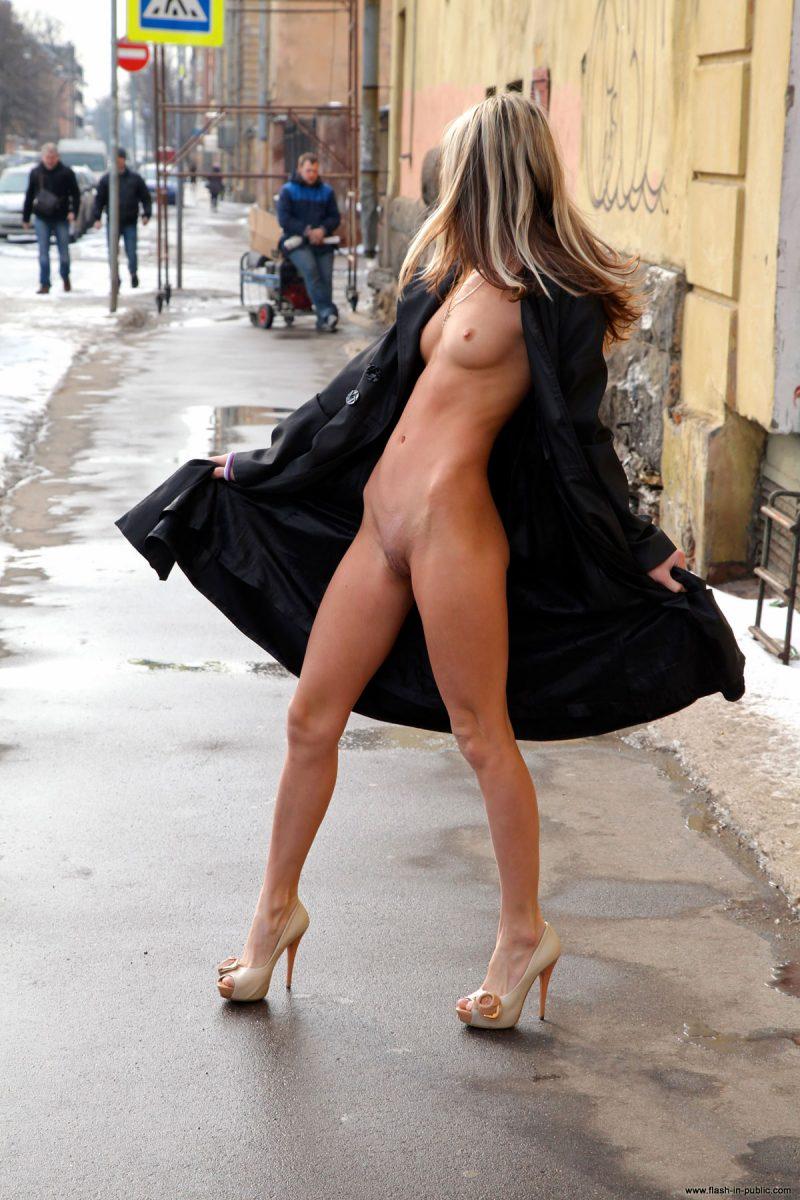 valerie-l-nude-winter-flash-in-public-31