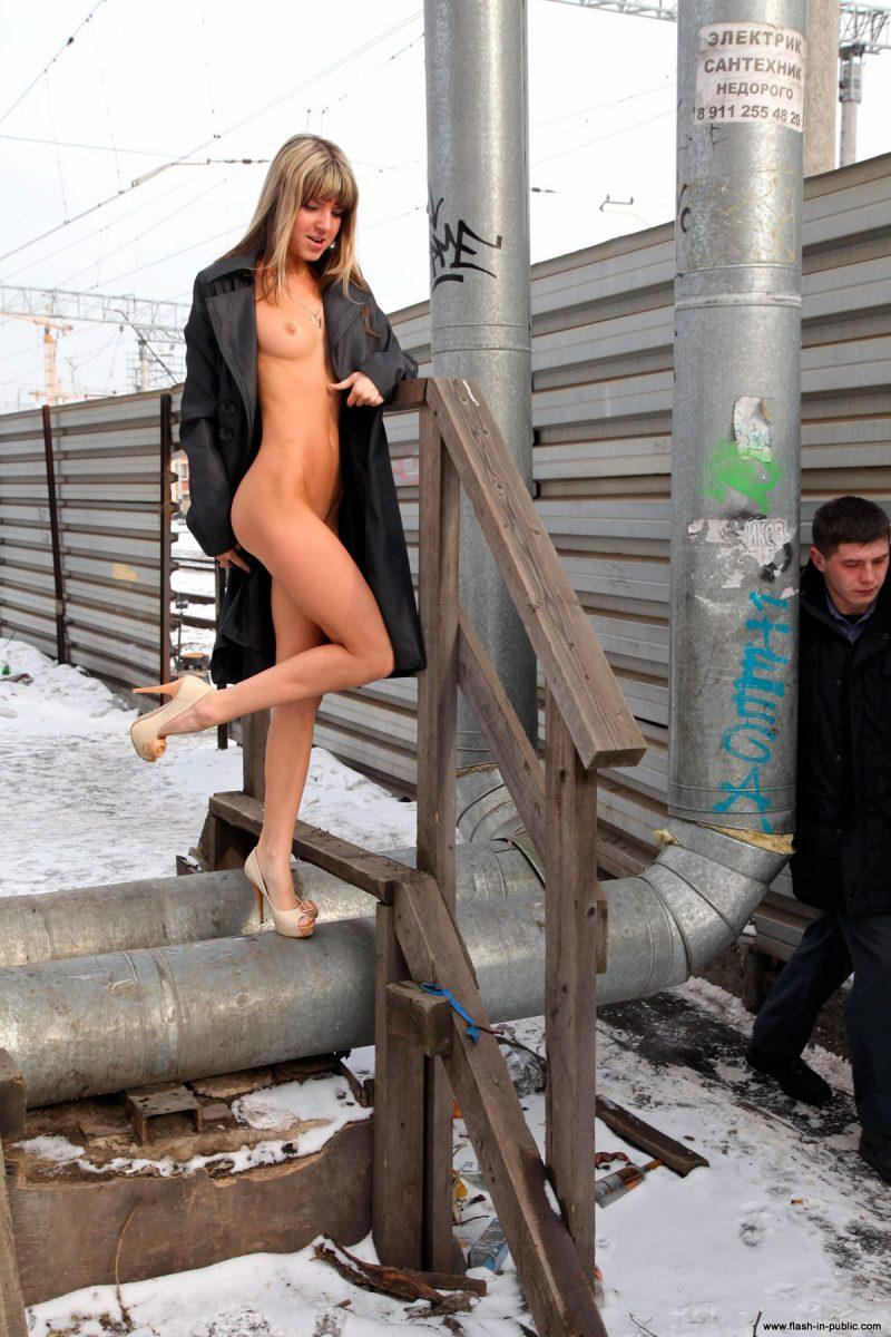 valerie-l-nude-winter-flash-in-public-36