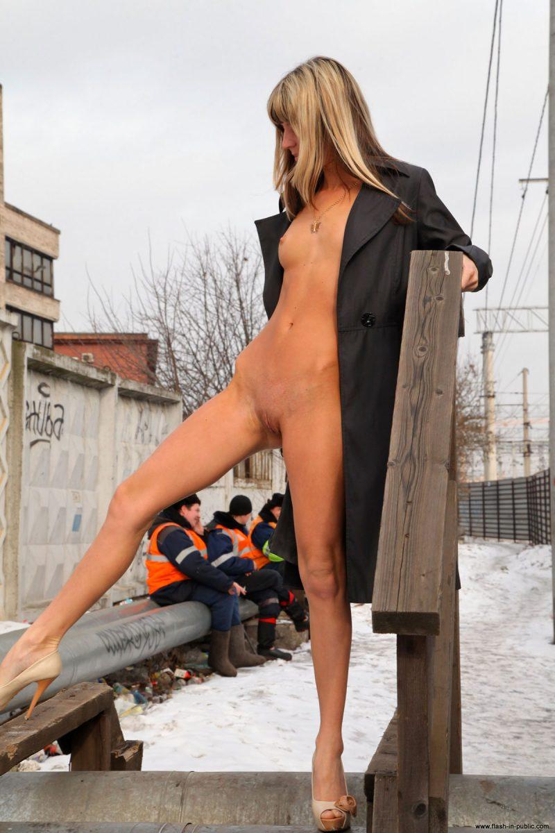 valerie-l-nude-winter-flash-in-public-38