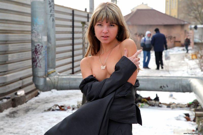 valerie-l-nude-winter-flash-in-public-45