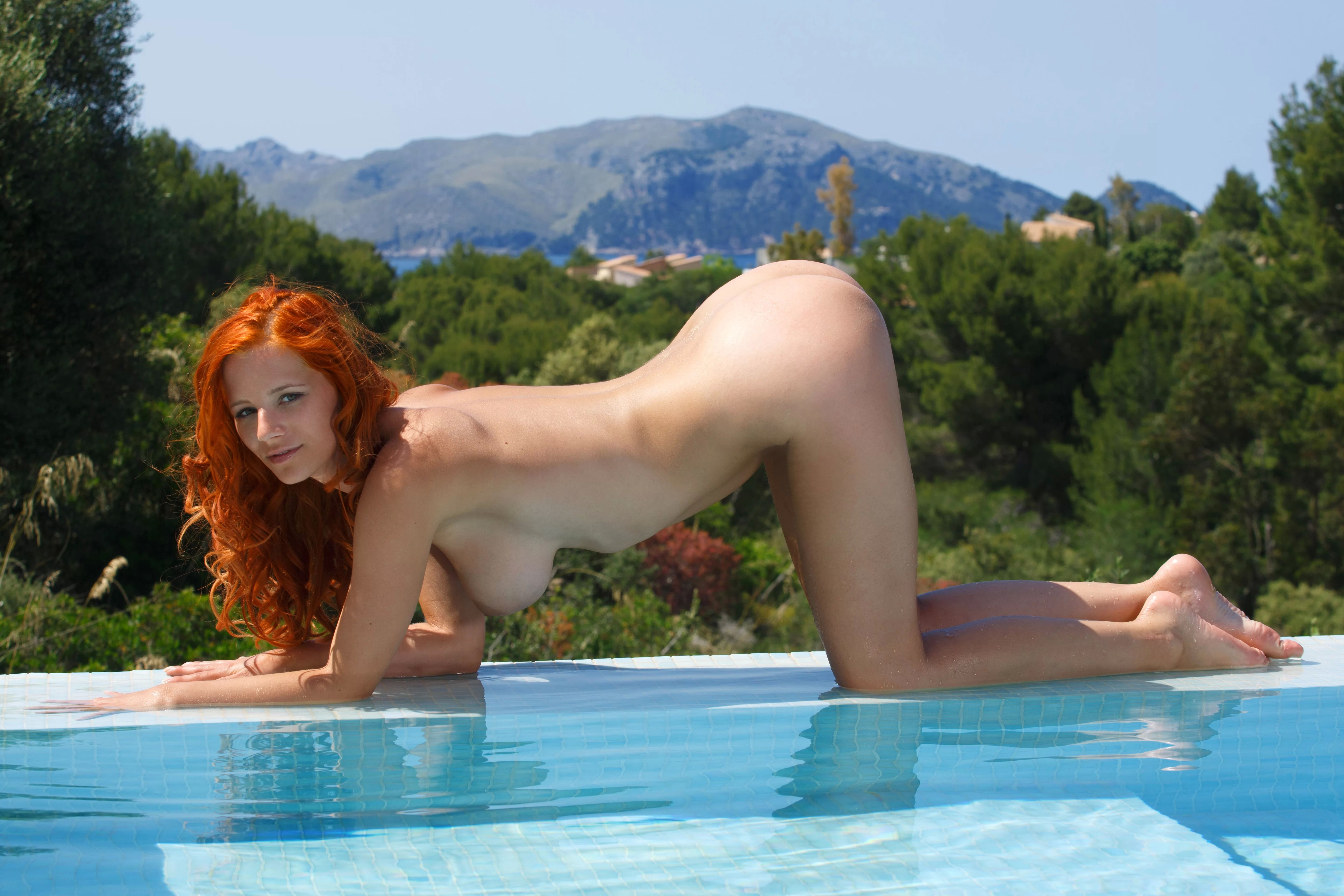 girls-nude-in-pool-wet-photo-mix-vol6-42