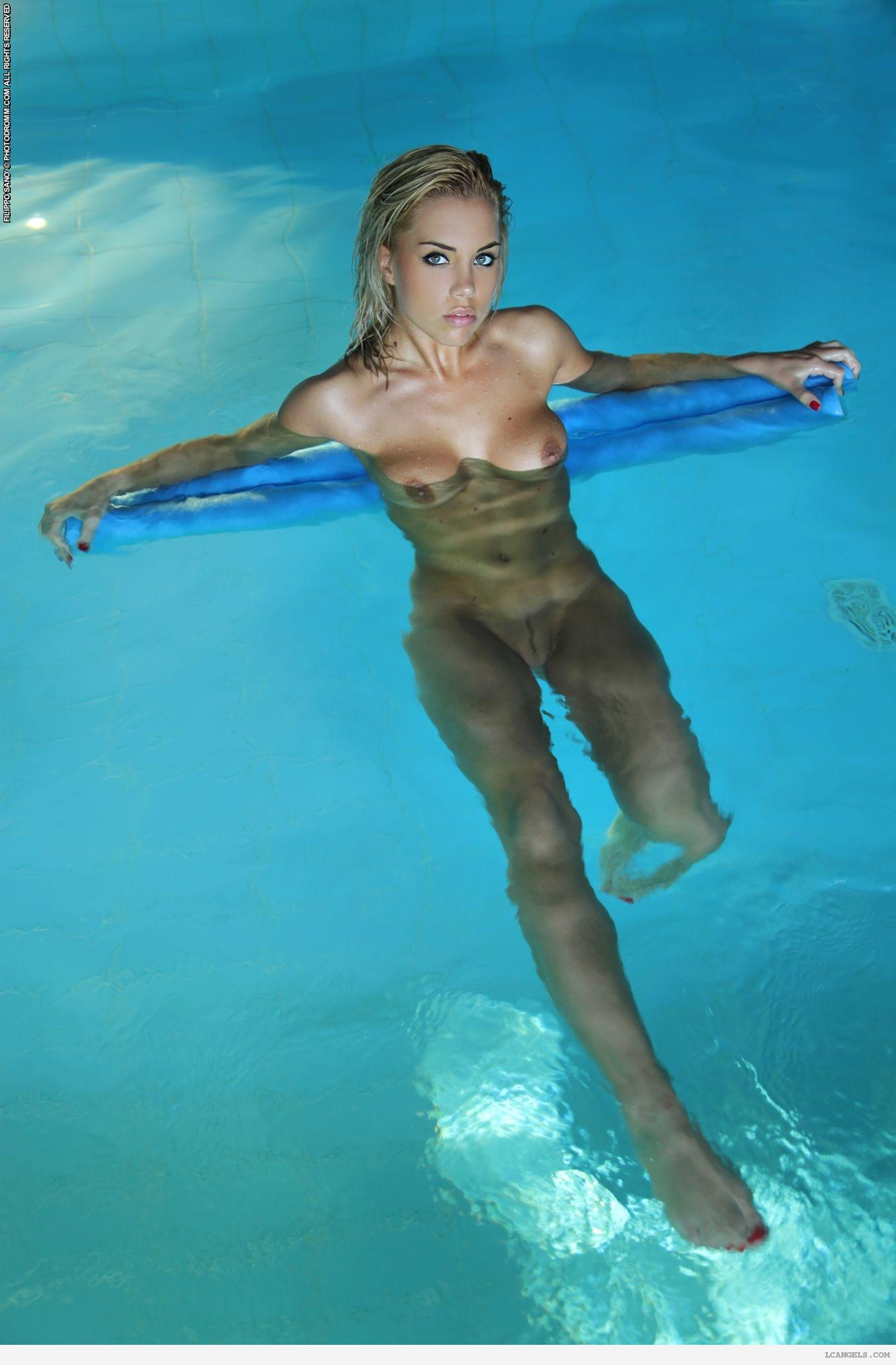 girls-nude-in-pool-wet-photo-mix-vol6-90