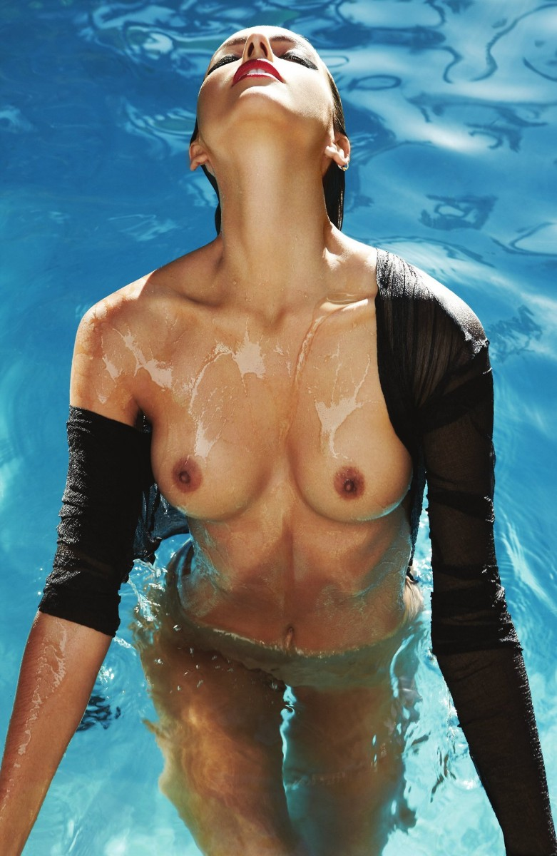 girls-nude-in-pool-wet-photo-mix-vol6-99