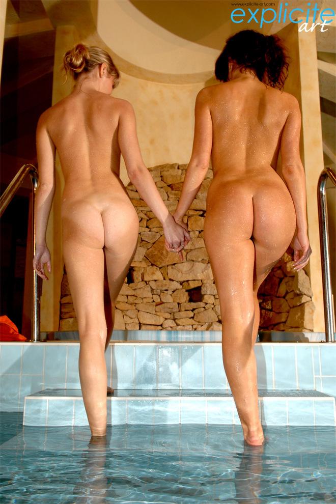nude girl pool changeroom