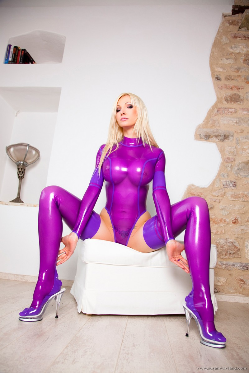 Looking oiled latex girls berkeley girls video