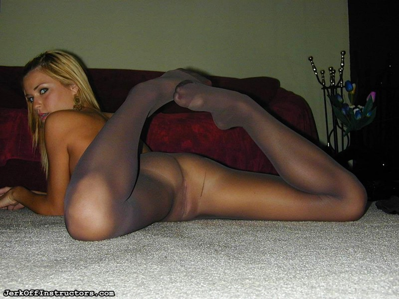 nude-girls-in-pantyhose-12