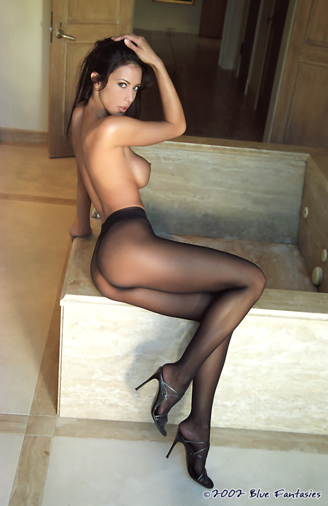 nude-girls-in-pantyhose-48