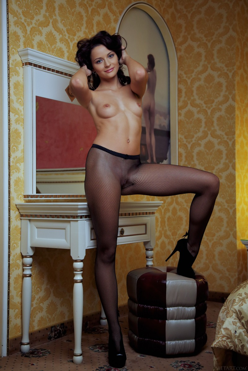 nude-girls-in-pantyhose-60
