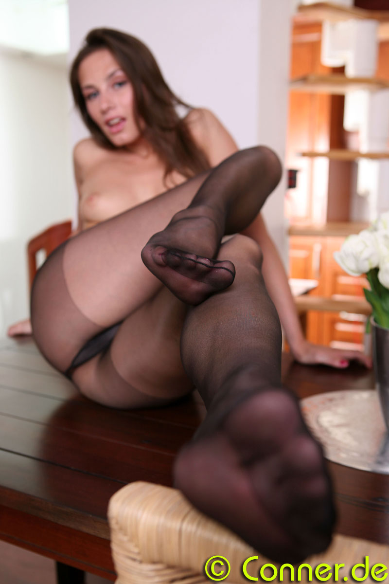 nude-girls-in-pantyhose-61