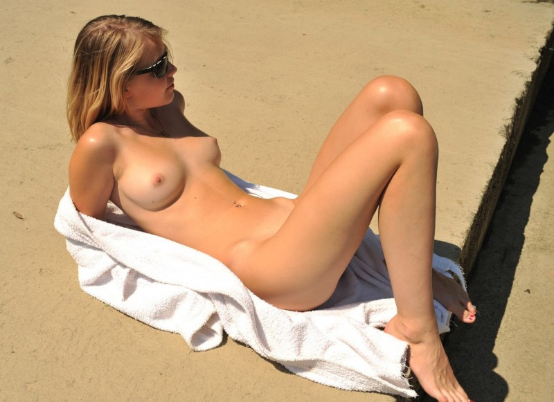 nude-girls-sunglasses-boobs-naked-mix-13