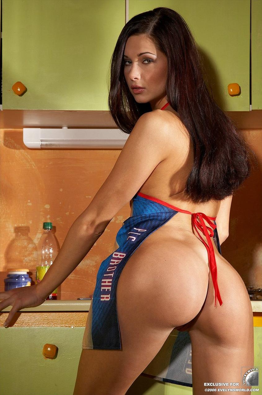 Фото жена в фартуке голая 16 фотография