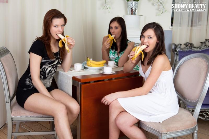 sophia-karina-emelda-bananas-showybeauty-02