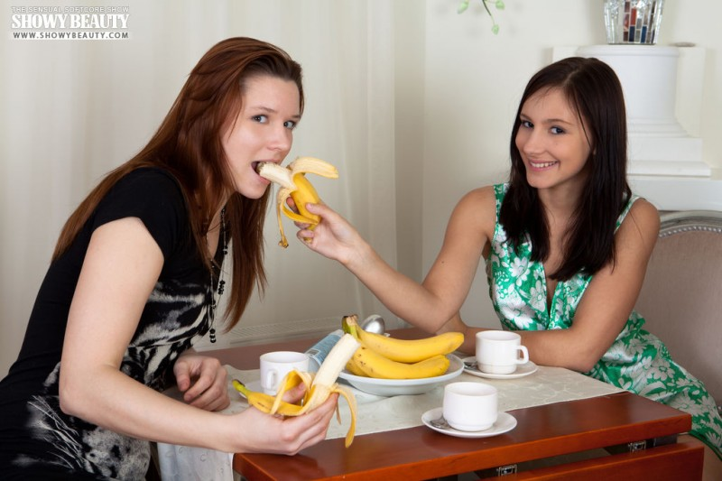 sophia-karina-emelda-bananas-showybeauty-03