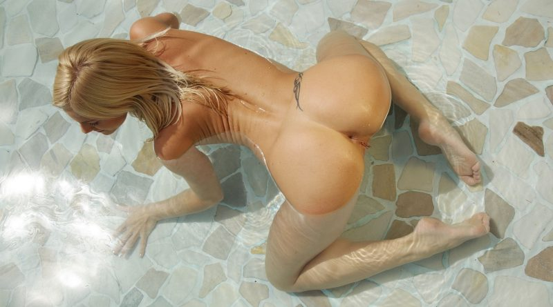 naked-girls-in-the-pool-vol5-13