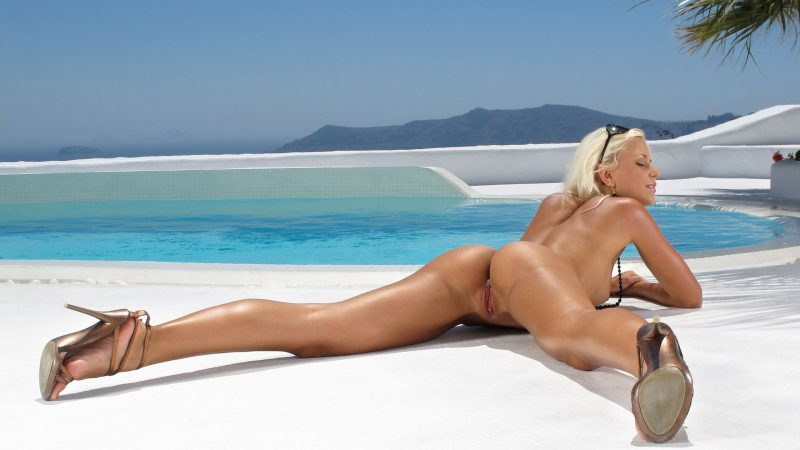 naked-girls-in-the-pool-vol5-15