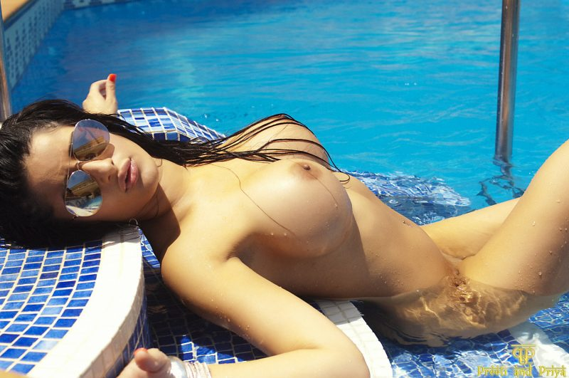 naked-girls-in-the-pool-vol5-21