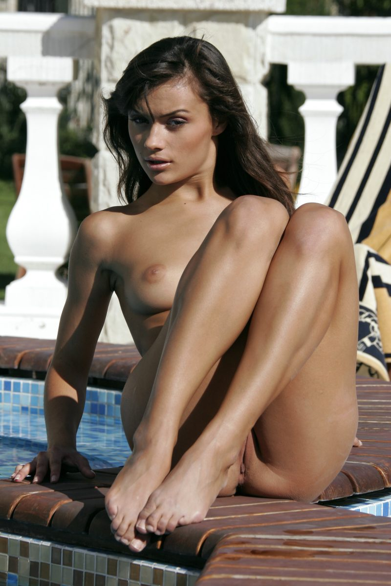naked-girls-in-the-pool-vol5-24
