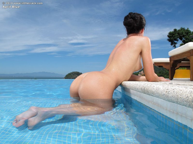 naked-girls-in-the-pool-vol5-27
