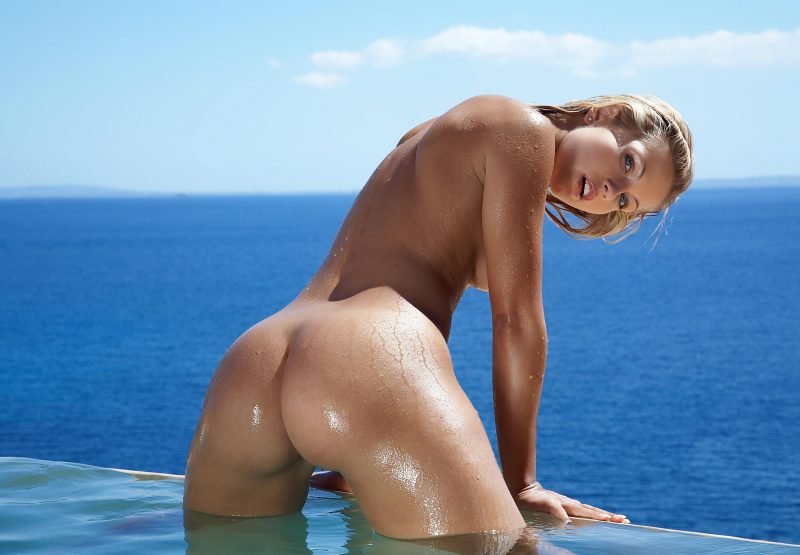 naked-girls-in-the-pool-vol5-35