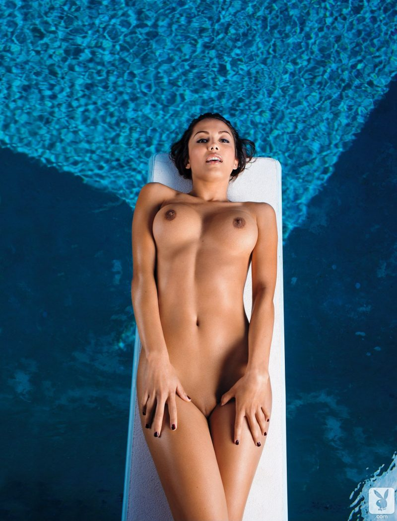 naked-girls-in-the-pool-vol5-38