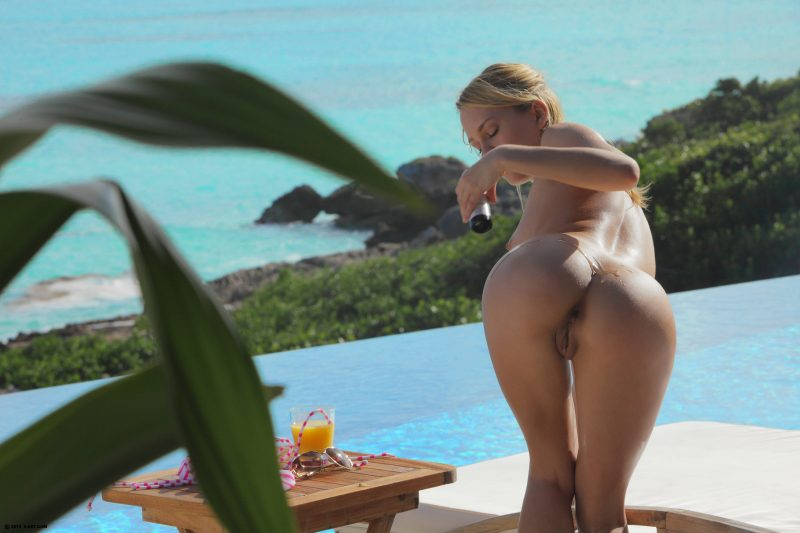 naked-girls-in-the-pool-vol5-79
