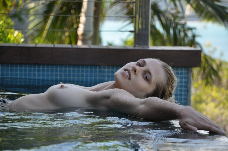 naked-girls-in-the-pool-vol5-95