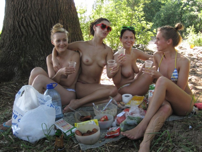 topless-group-nude-boobs-girls-gif-puffies