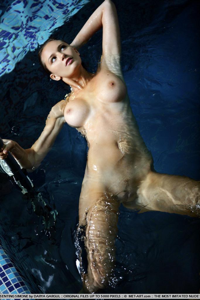 girls-nude-in-the-pool-vol4-14
