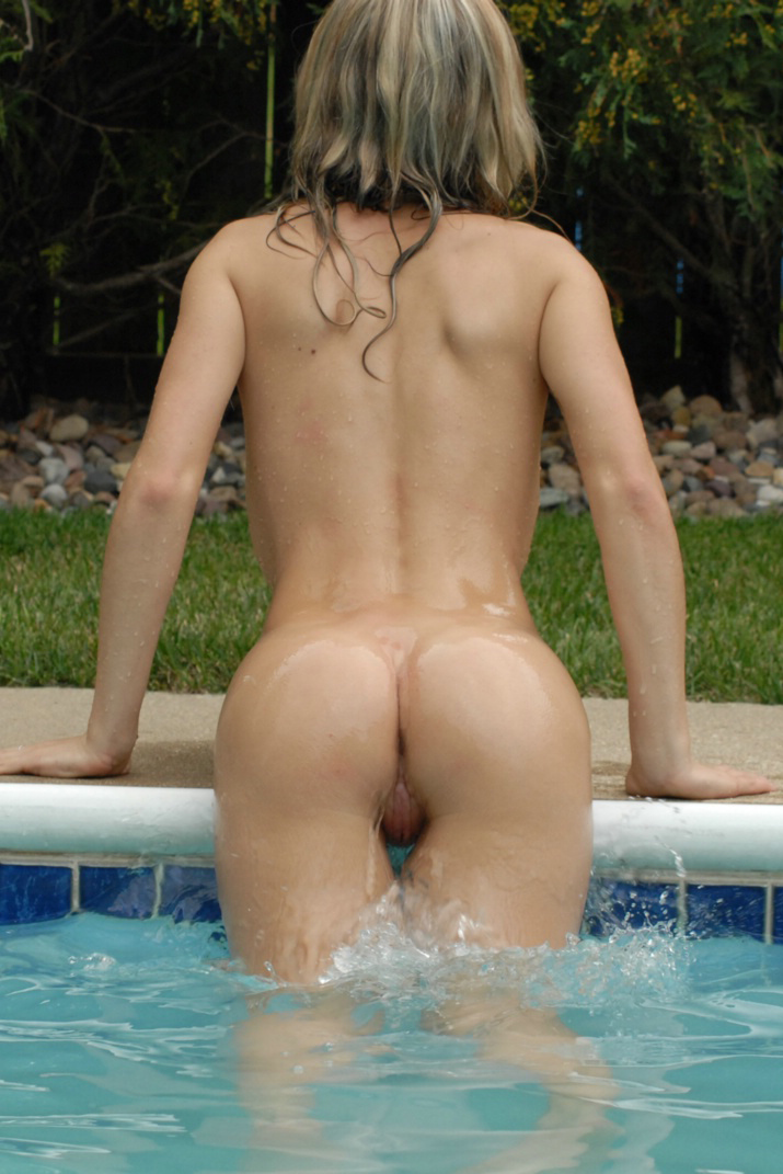 girls-nude-in-the-pool-vol4-15