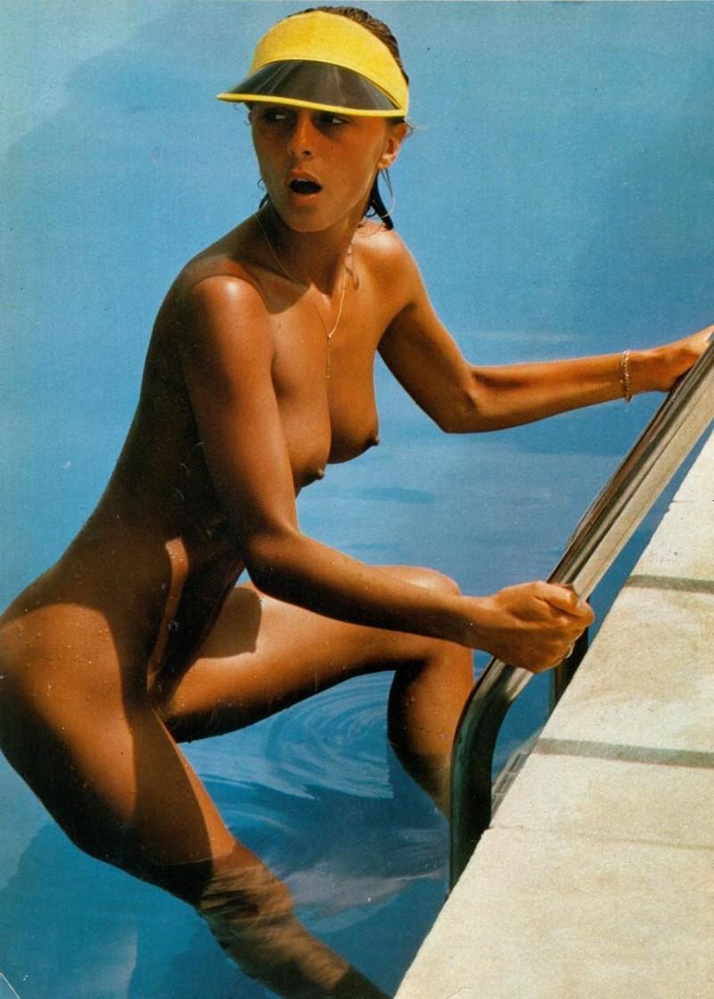 girls-nude-in-the-pool-vol4-18