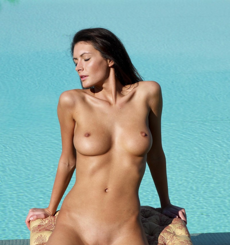 girls-nude-in-the-pool-vol4-26